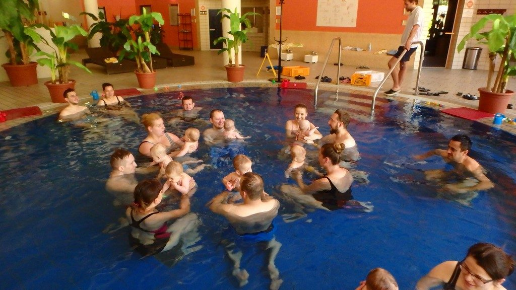 nimowlaki wkole 1024x576 - Nauka pływania dla niemowląt