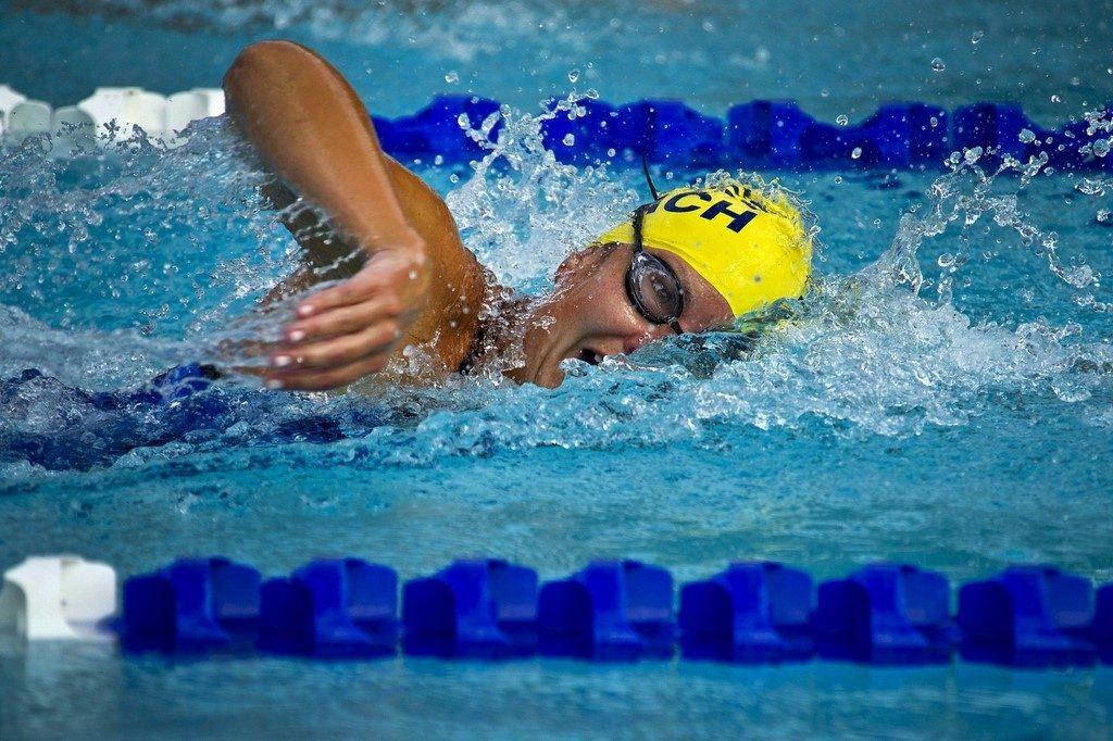 male swimmer in pool 1024x682 - Nauka pływania dla dorosłych